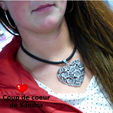 http://bymademoisellef.fr/855-thickbox/collier-pendentif-coeur-papillons.jpg