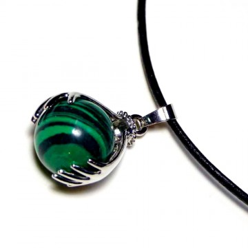 http://bymademoisellef.fr/901-thickbox/collier-main-de-protection-pierre-malachite.jpg
