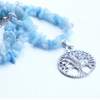 Collier fin pierre naturelle bleue aigue marine et son arbre de vie