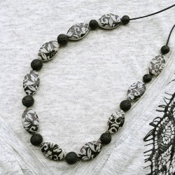 Collier mi long arabesque gris lave noire