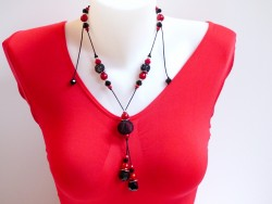 Collier long ajustable ROUGE et NOIR