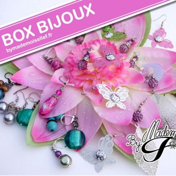 https://bymademoisellef.fr/650-thickbox/box-bijoux-pochette-surprise-boucles-d-oreilles.jpg