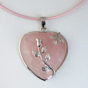 https://bymademoisellef.fr/986-thickbox/collier-coeur-d-amour-en-quartz-rose.jpg